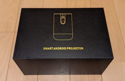 高級感ある箱に包まれたモバイルプロジェクターCINEMAGEが到着。